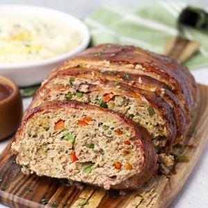 Bacon Wrapped Turkey Meatloaf, bacon meatloaf, healthy meatloaf, healthier meatloaf recipe, family dinner ideas, ground turkey recipe