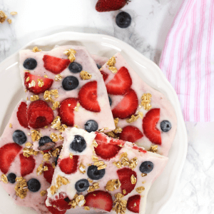 #ad, #HorizonLunch, #CollectiveBias, frozen yogurt, yogurt bark, fruit, snack, kid friendly recipe, breakfast