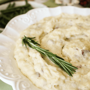 Crockpot Holiday Mashed Red Potatoes with Gouda