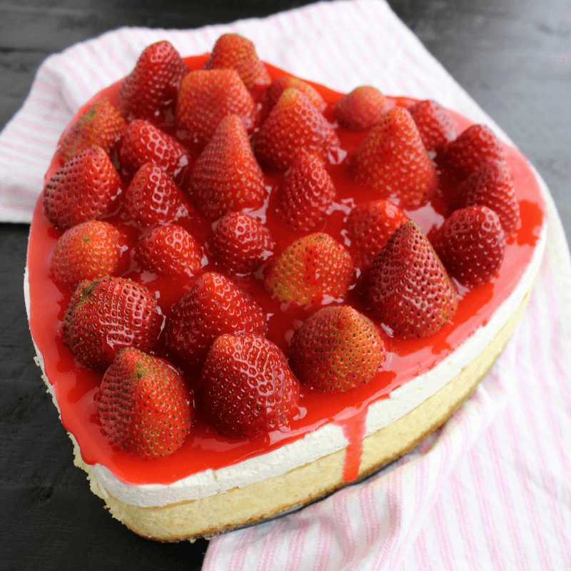 Cheesecake with Fresh Strawberry Topping
