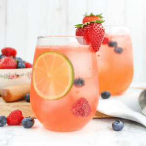 Triple Berry Vodka Spritzer, low calorie cocktails