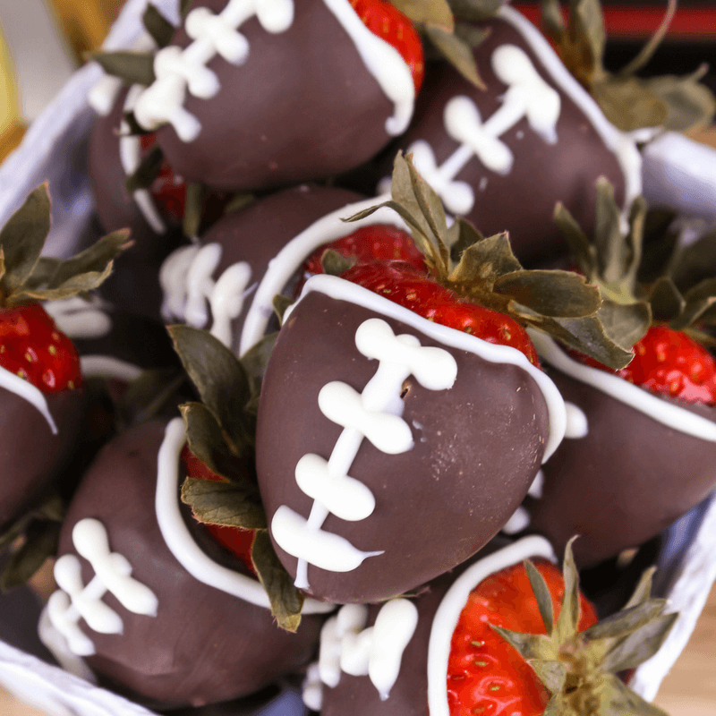 #ad Msg 4 21+ Chocolate Covered Strawberry Footballs, game day food, wine pairing with #BlackBoxWines , #football, #gameday, how to dip strawberries