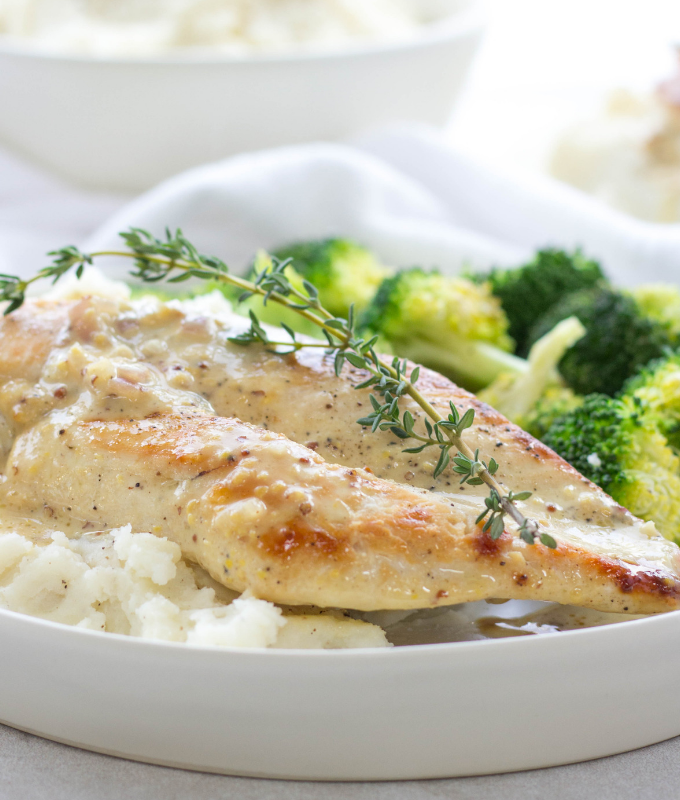 #ad #IdahoanMashed | Creamy Honey Mustard Chicken served over Idahoan® Mashed Potatoes for a weeknight family meal | chicken recipe | mashed potatoes