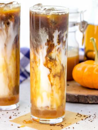 Iced Caramel Pumpkin Macchiato, how to make a macchiato at home, iced macchiato, starbucks copycat caramel macchiato, iced coffee recipe, drinks for fall
