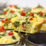Roasted Bell Pepper and Spinach Egg Cups, how to make breakfast egg cups, vegetable egg cups, breakfast egg muffins, meal prep breakfast, meal prep ideas, healthy breakfast ideas