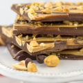 Peanut Butter Swirl Chocolate Bark, how to make chocolate bark, peanut butter chocolate recipe, holiday dessert, recipe with peanuts