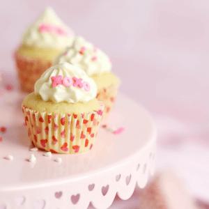 Mini Vanilla Cupcakes, Valentines Day cupcakes, Valentines Day dessert, vanilla buttercream frosting, how to make mini cupcakes, #cupcakes #ValentinesDay