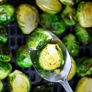 Air Fryer Honey Balsamic Brussels Sprouts, how to cook brussels sprout in the air fryer, air fryer side dish, healthy side dishes, air fryer brussels sprouts, brussels sprouts with balsamic, best foods to cook in the air fryer, brussel sprouts , #airfryer