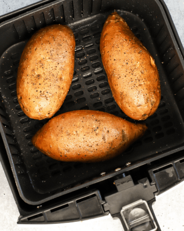 Air Fryer Sweet Potatoes, air fryer recipes, how to make potatoes in the air fryer, how long to air fry potatoes, sweet potatoes with cinnamon, #airfryer