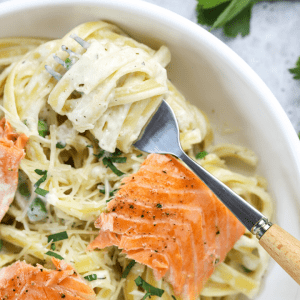 #ad Lighter Fettuccine Alfredo with Salmon, • #MazolaHeartHealth , @MazolaBrand, lighter fettuccine alfredo, heart healthy dish, pasta dinner recipes, alfredo sauce, pasta recipe #pasta