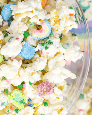 St. Patrick's Day White Chocolate Popcorn, Leprechaun Bait, St. Patrick's Day snack mix, popcorn recipe, rainbow dessert, free St Patrick's Day printable, preschool snack ideas for St Patricks Day