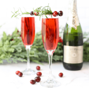 Cranberry Mimosas, holiday cocktail, Christmas mimosa, Christmas brunch cocktail, drinks ideas for Christmas, New Years Eve toast recipe, New Years cocktail