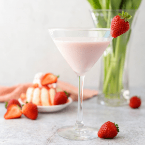 Strawberry Shortcake Martini, Vodka cake recipe, Baileys strawberries and cream recipe, mothers day cocktail, Valentines day cocktail, pink martini, pink cocktail,